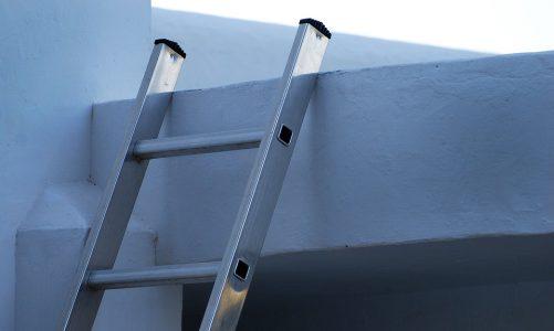 Wat is het verschil tussen een ladder en een trap?