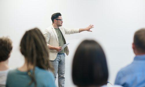 Hoe verbeter jij je vaardigheden als publieke spreker?